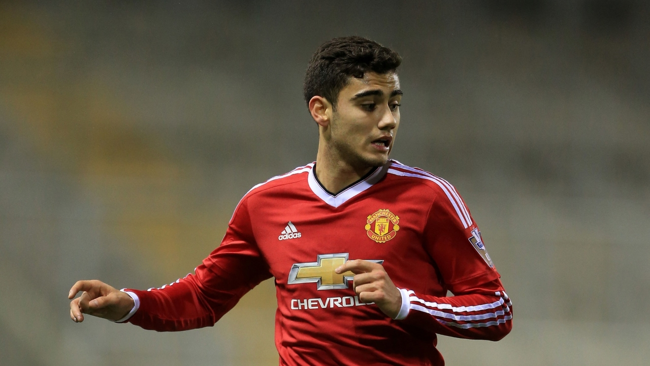 Manchester United reject Valencia's approach to loan Andreas Pereira
