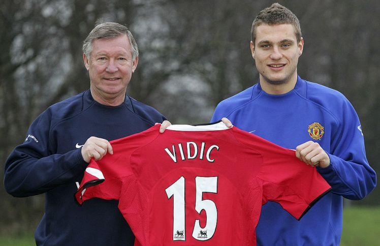 Manchester United sign Nemanja Vidic