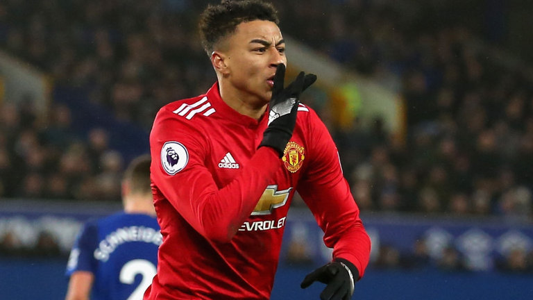 Sheffield United are keen on bringing in an attacking midfielder with Manchester United star Jesse Lingard a target.