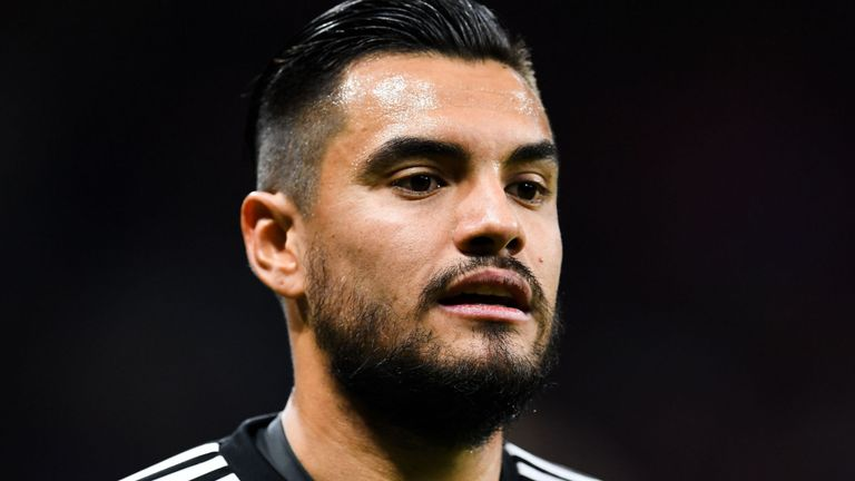 Manchester United keeper, Sergio Romero is set to have showdown talks with the club over his uncertain future