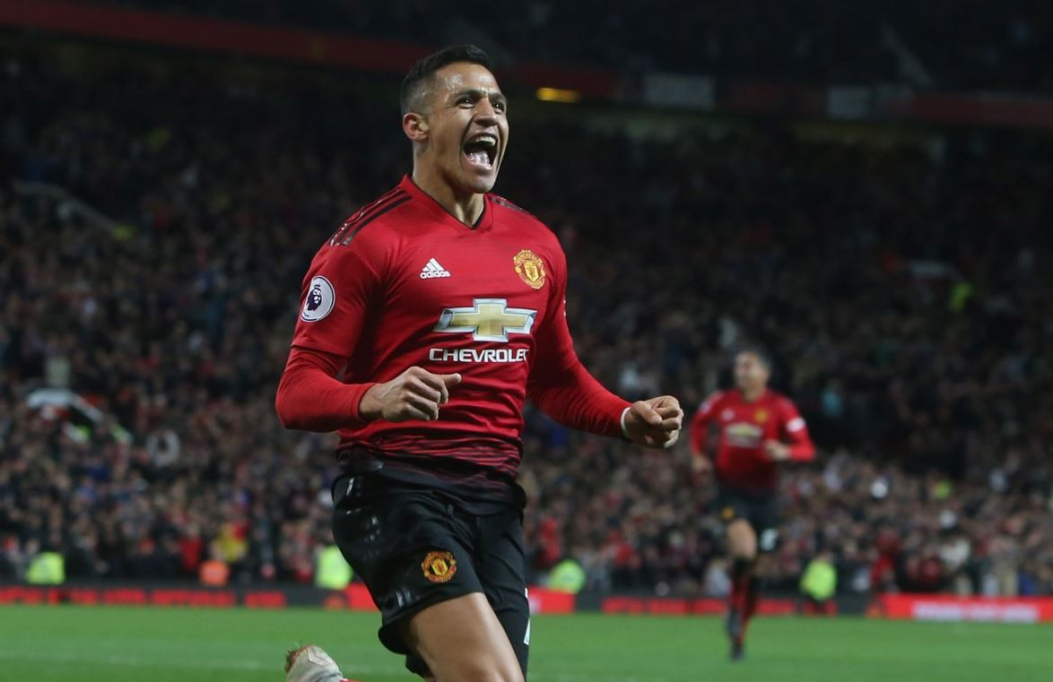 Alexis Sanchez scores for Manchester United