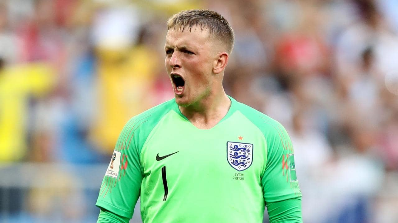 Man Utd identify Everton keeper Pickford as De Gea replacement class=