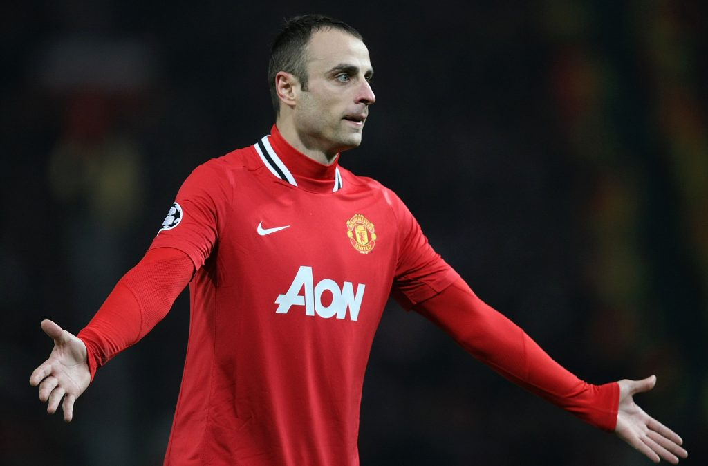 Fomer Manchester United striker Dimitar Berbatov has signalled out a warning to current Red Devils star Edinson Cavani.