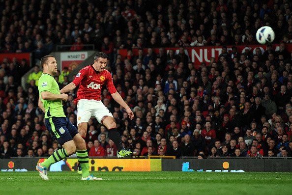Van Persie has asked Maguire to play more forward passes
