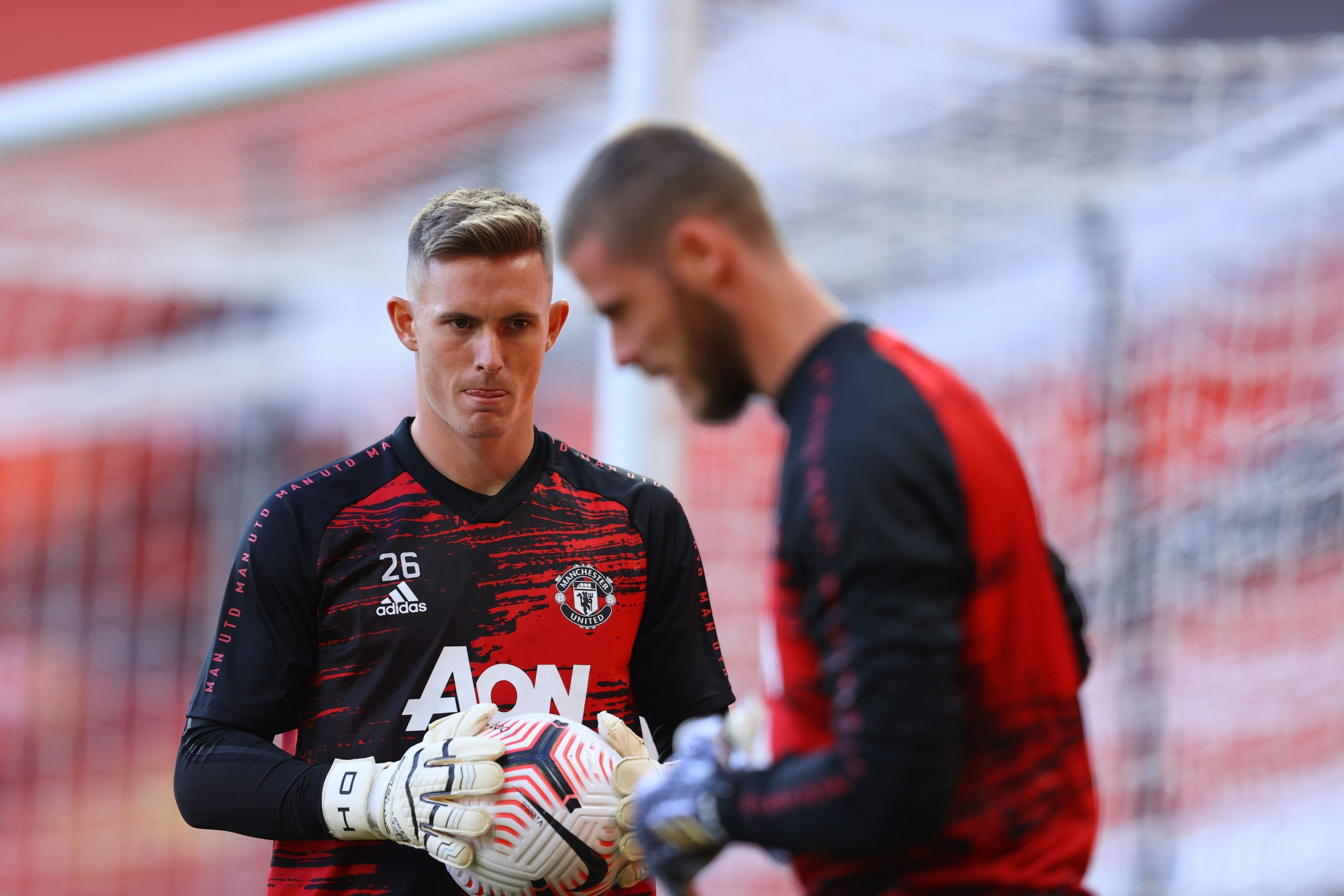 Michael Owen has suggested that the cards have been dealt perfectly for Ole Gunnar Solskjaer to bench David de Gea in favor of Dean Henderson. (GETTY Images)
