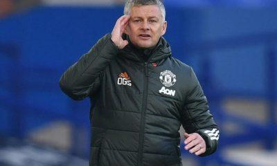 Solskjaer takes advice from the Manchester United squad regarding full back reinforcements