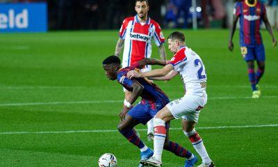 Ilaix Moriba in action for Barcelona