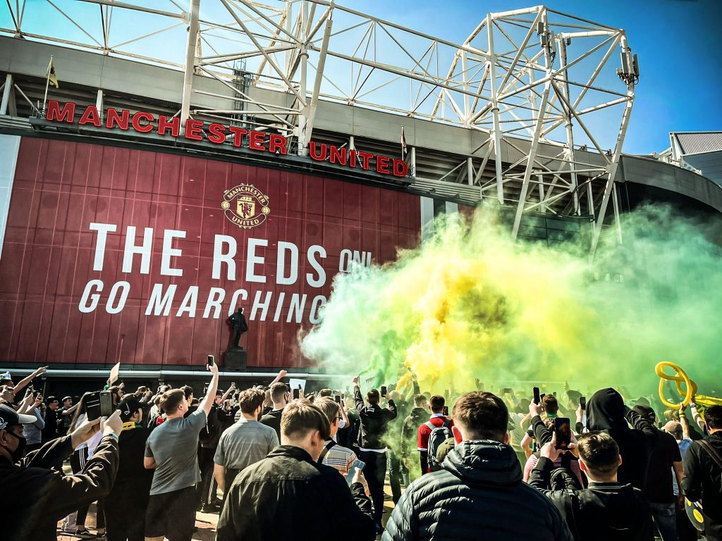 UK government condemns Manchester United fans for Old Trafford invasion