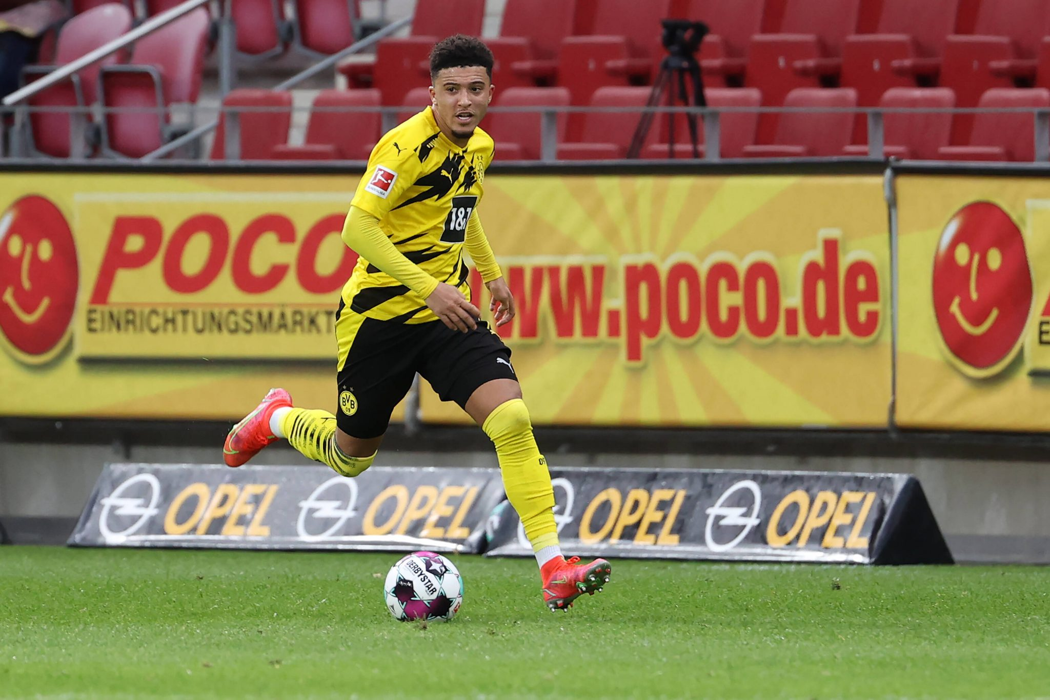 Manchester United are preparing a massive £85 million opening offer for Jadon Sancho.