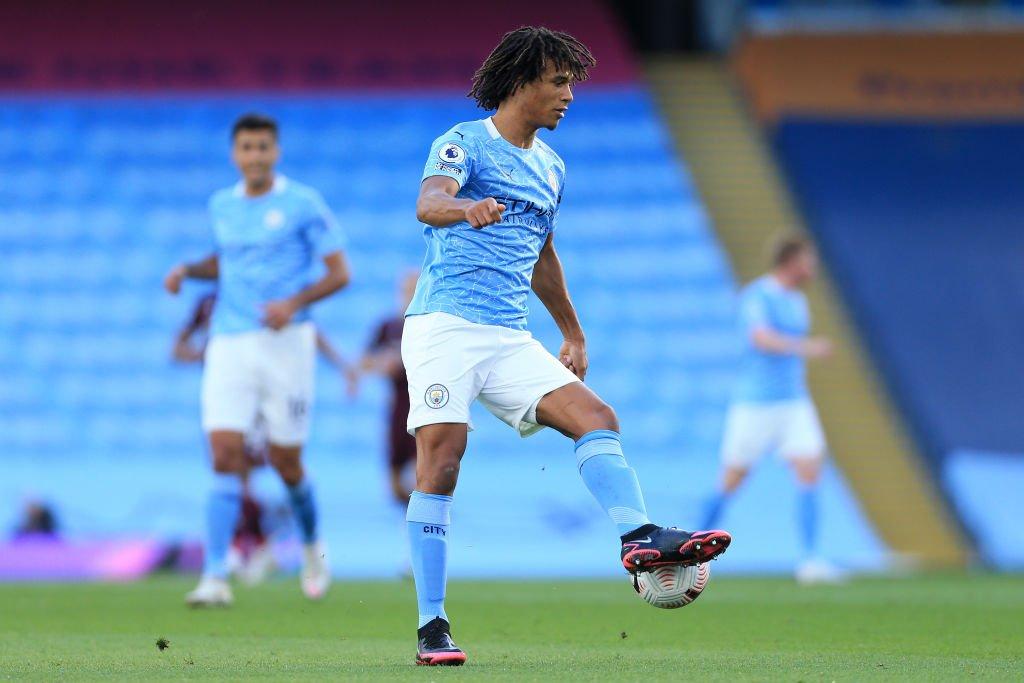Manchester United er opptatt av Manchester City-stjernen Nathan AK for å løse deres defensive svakheter.
